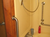 handicappedaccessible-bathroom3